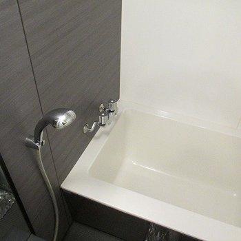 お風呂もきれいです。(※写真は10階の反転間取り別部屋のものです)