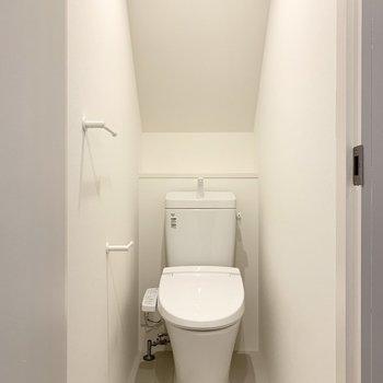 トイレは玄関横にあります。