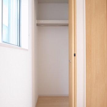 【2階 洋室6帖】こちらはちょっとちいさめ。