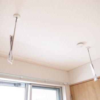 【2階 洋室6帖】室内干しの設備もありました♪