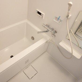 追焚付き。浴室乾燥もできますよ〜(※写真は1階の反転間取り別部屋のものです)