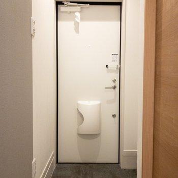 ちょうどいい広さの玄関。(※写真は1階の反転間取り別部屋のものです)