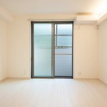 柔らかい雰囲気のお部屋。(※写真は1階の反転間取り別部屋のものです)