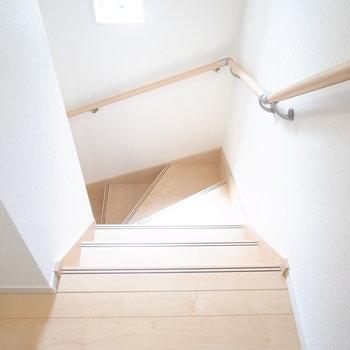 階段は登り降りしやすく、横幅もゆったりめ!