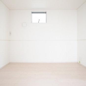 【1階 LDK】真四角で、レイアウトしやすい空間!広さもあります。