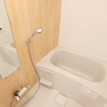 お風呂も新しくなってますよ!追い焚き、浴室乾燥機を兼ね備えています。