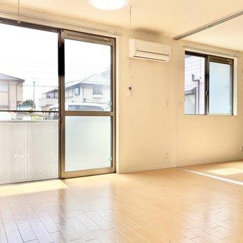 お隣の洋室とはスライドドアで仕切ります。※写真は1階の反転間取り別部屋のものです