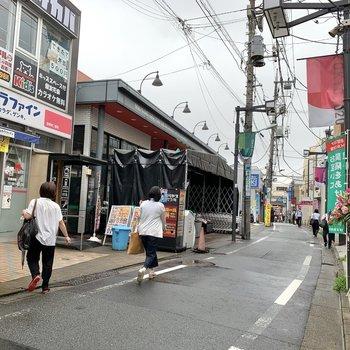 お部屋から豪徳寺駅までの道はスーパーやオシャレなカフェが立ち並んでいましたよ。