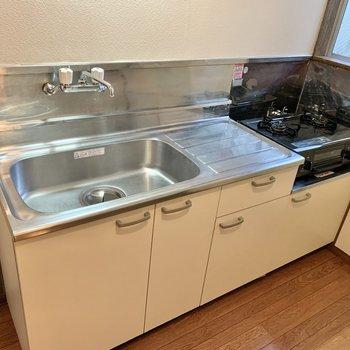 シンクと作業スペースは広め。調理が捗りますね。