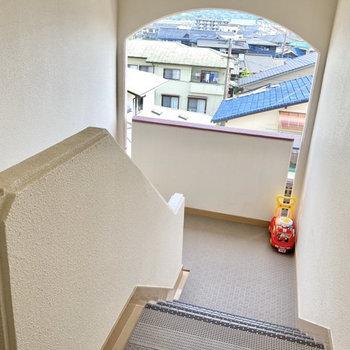 4階までは階段です。頑張って登りましょ。