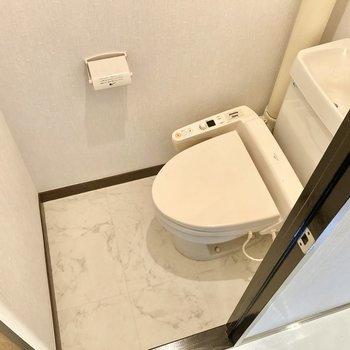 トイレはウォシュレット付き。(※写真は清掃前のものです)
