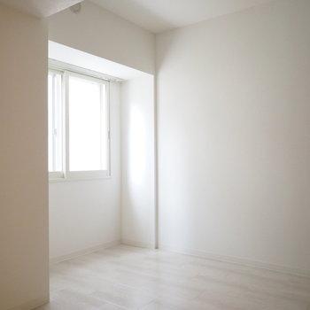 5.5帖の洋室。※写真は同間取り別部屋です