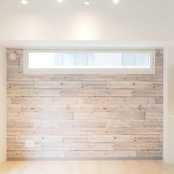 オシャレな壁とライティングレール。※写真は同間取り別部屋です