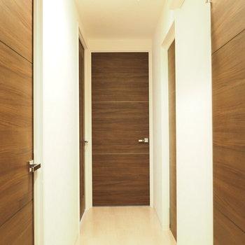 廊下はこんな感じです。※写真は同間取り別部屋です