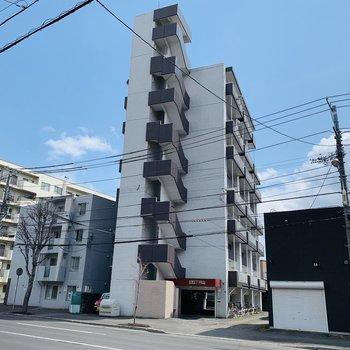 北円山エリアにある7階建て