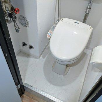 ウォッシュレット付きで、機能性が高いトイレ。