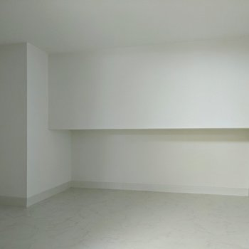 【ロフト】収納スペースはゆとりがあります。高さは約1mです。