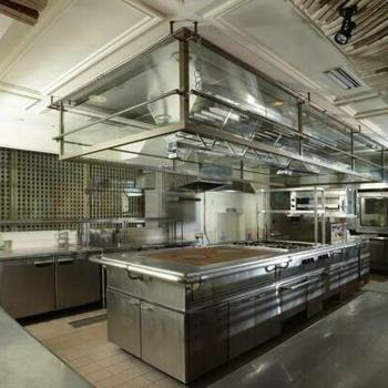 完全にプロフェッショナルの厨房。どうする?