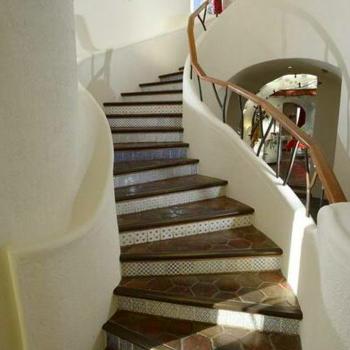 社長室まで螺旋階段を駆け上がれ
