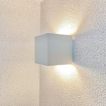 キューブの間接照明がお気に入り。