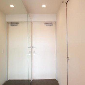 玄関横に鏡