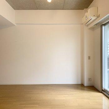 真っ白な壁もあるので家具の配置もしやすいですね◎