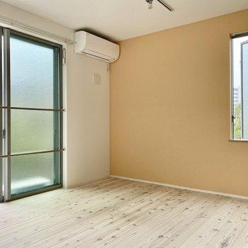 開放感のある無垢床の空間。