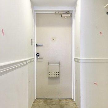 玄関にはシューズラックが無いので、オープンクローゼットに置くのが良さそうですね。