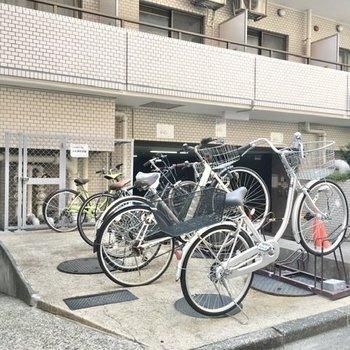 駐輪場は建物裏側と、