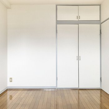 【玄関横の洋室】