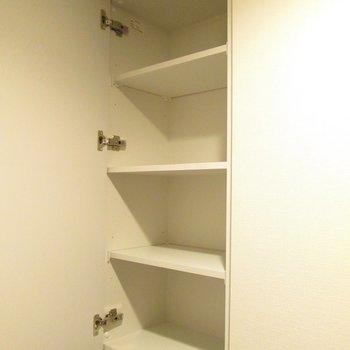 2段に分けられている収納があります!(上段)※写真は3階の反転間取り別部屋のものです