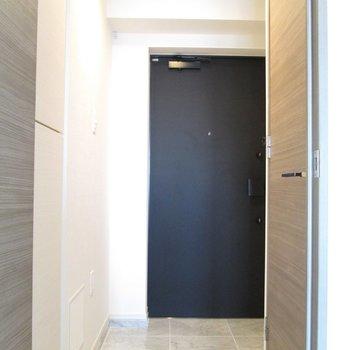 廊下に出ましょう〜※写真は3階の反転間取り別部屋のものです