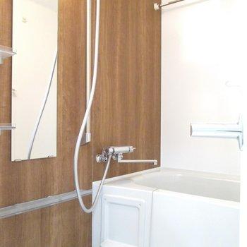 右は浴槽になります。※写真は3階の反転間取り別部屋のものです