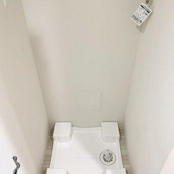 扉付きの洗濯機置き場です。景観に配慮されてます。