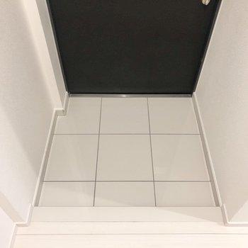 靴の脱ぎ履きもしやすいですね。※写真は2階の反転間取り別部屋のものです