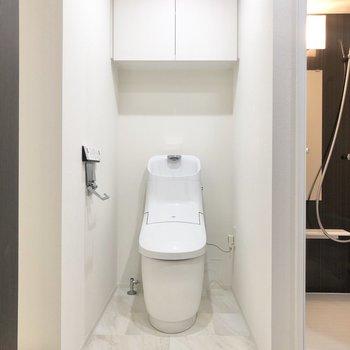 トイレが同室です。お掃除はまとめてできますね。※写真は4階の反転間取り別部屋のものです