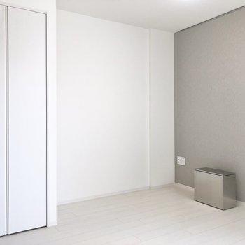 テレビを角に置けますね。※写真は2階の同間取り別部屋のものです