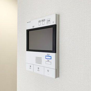 モニター付きインターホン。セキュリティ面に安心感があります。※写真は3階の同間取り別部屋のものです