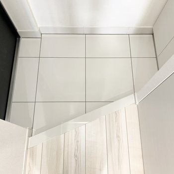 コンパクトな靴置き場です。※写真は3階の同間取り別部屋のものです