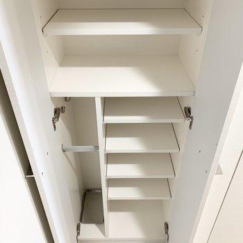 大容量のシューズボックス。傘立てもありますよ。※写真は3階の同間取り別部屋のものです