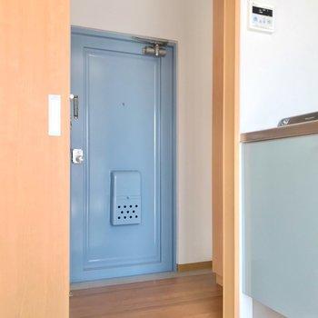 トイレは廊下側に。