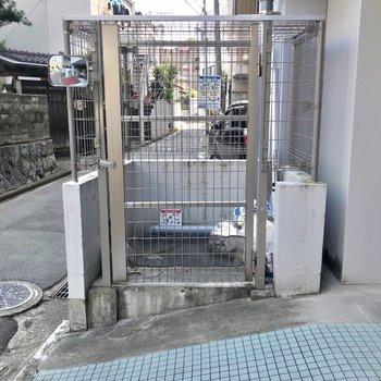 ゴミ置き場もありました。入口のあるほうは閑静な住宅街で穏やかです♩