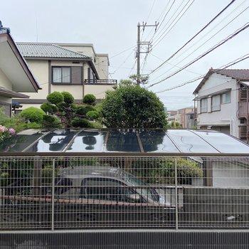 周囲は閑静な住宅街が広がります。