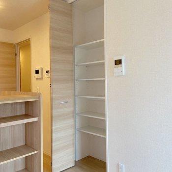 【LDK】収納の多いお部屋です。