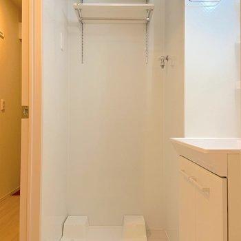 上には洗剤を置ける棚がありますよ。