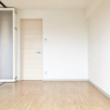 洋室①】奥の扉の先は、、※写真は同タイプ別部屋