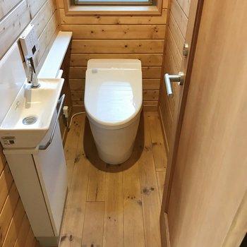 1階のトイレには手洗い場も付いていました