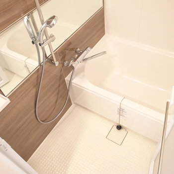 ゆったり、リラックスできる浴室。乾燥機つきですよ!