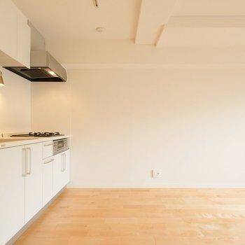 優しい色の無垢床に◎※写真は2階の似た間取り、別部屋のもの