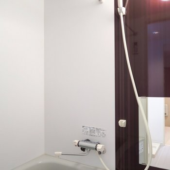 浴室乾燥あり◎(※写真は2階の同間取り別部屋のものです)